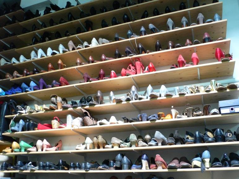 Stock de chaussures, dans les coulisses d'un théâtre